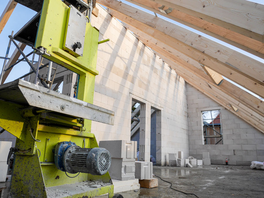 Rohbau Dachstuhl, Neubau Niedrigenergiehaus | bfl Architekten Berlin